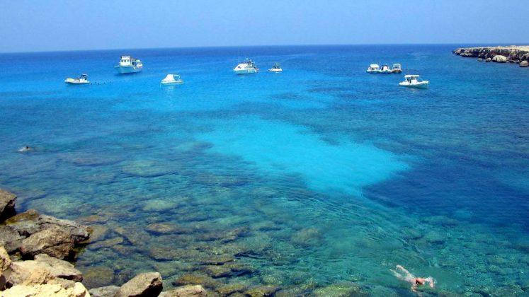 Берюзовая вода залива, Пляж Ломбарди, Протарас, Кипр